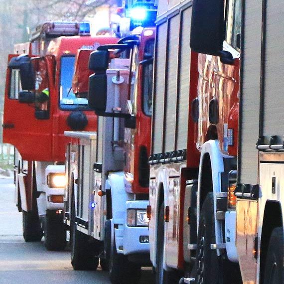 Strażacy pomogli ratownikom znieść pacjenta do karetki