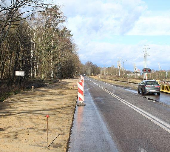 Widać już przebieg nowej drogi rowerowej wzdłuż ul. Barlickiego