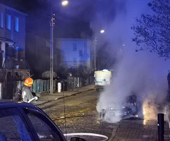 W nocy płonęły samochody!