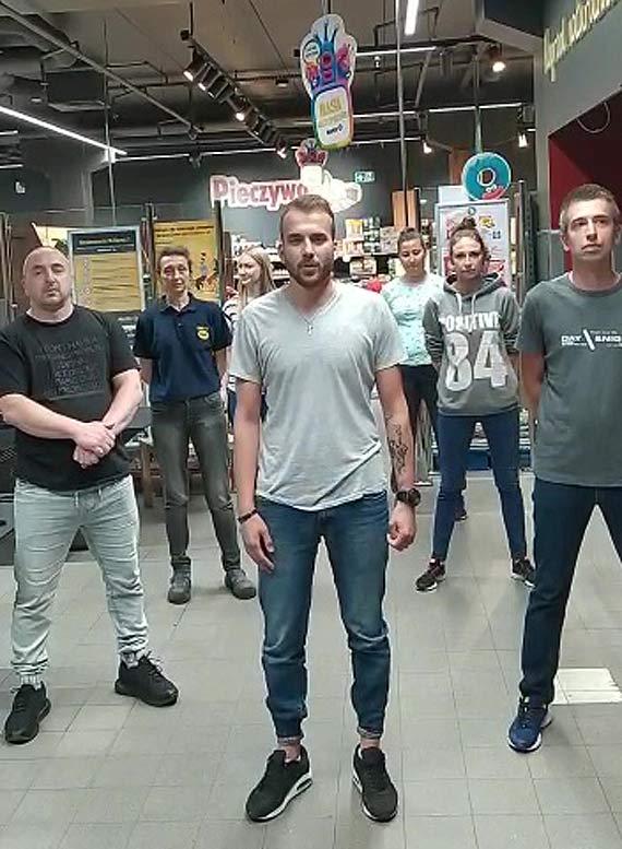 """Akcja """"GaszynChallenge"""". Do firm które chcą pomóc Miłoszkowi dołącza także sklep Netto145. Zobacz film!"""