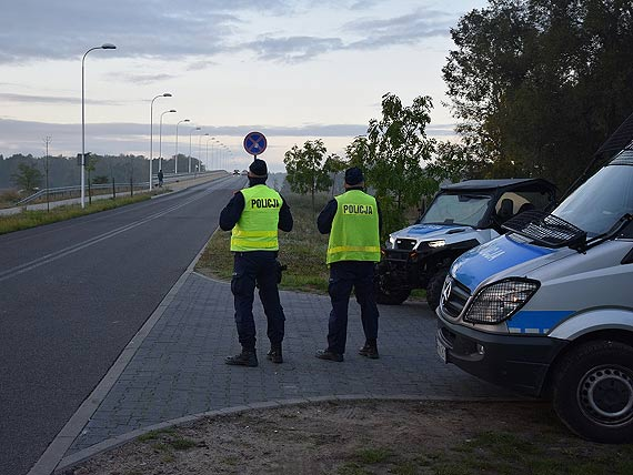 """Policjanci zapewnili bezpieczeństwo podczas neutralizacji bomby """"TallBoy"""" w Świnoujściu"""