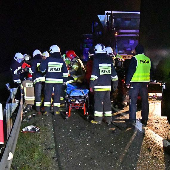 Nie żyje 25 - letnia kobieta ranna w wypadku koło Dargobądza. Jej stan od początku określano jako bardzo ciężki. Zobacz film!